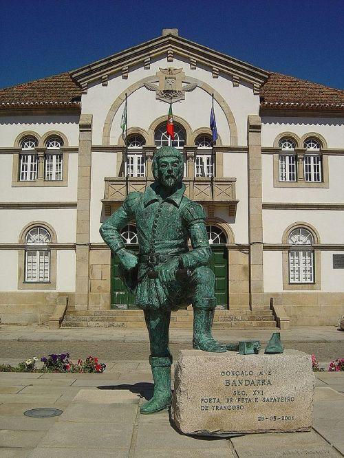 Estátua_do_profeta_Bandarra_-_Trancoso_(Portugal)